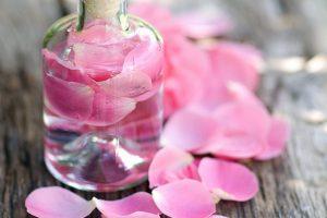 les-eaux-florales-vos-alliees-100-vegetales-de-lete-700x434
